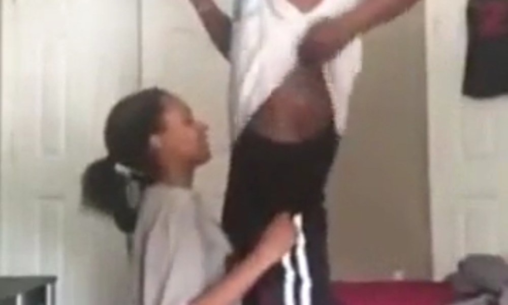 Young Lady Gives Her Boyfriend A Massive Bl0w.j0b [WATCH]